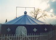montáž cirkusových stanů