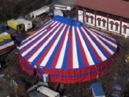 potištěný cirkusový stan