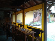 plachtové krytí s okny