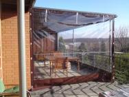 ochrana proti větru a dešti venkovního posezení