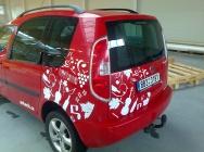 automobil s reklamou
