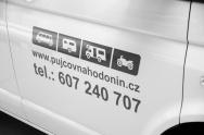 polep automobilu řezanou reklamou